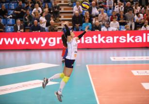 Petya Barakova na zagrywce